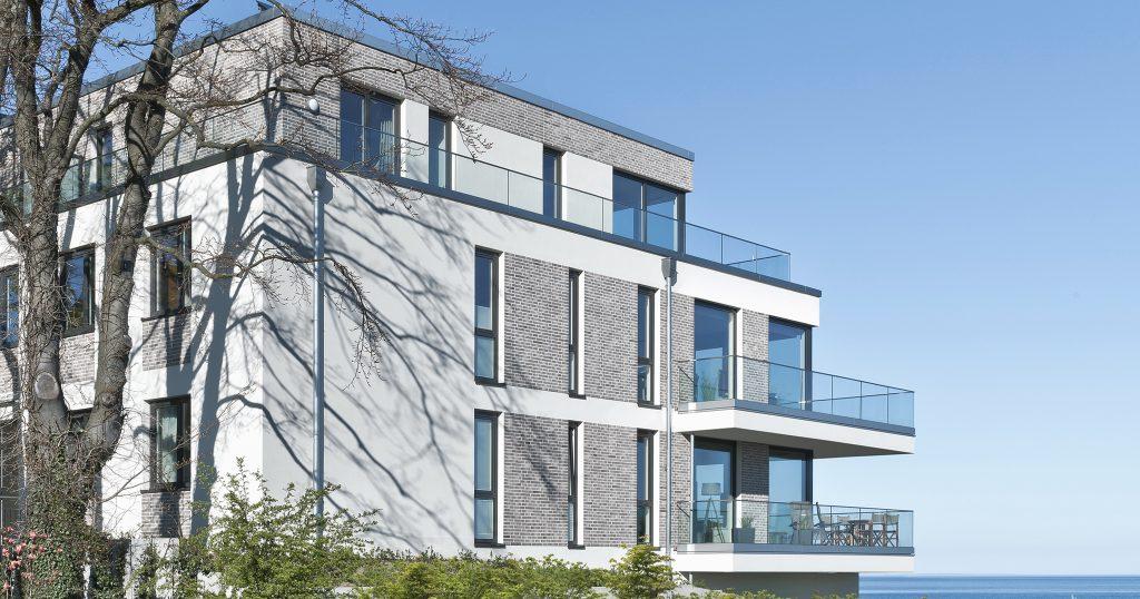 Die Architekturfotografin Anke Müllerklein arbeitet europaweit für namhafte Architekturbüros.